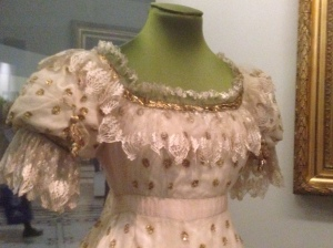 Focus on bodice, Regency gown V&A
